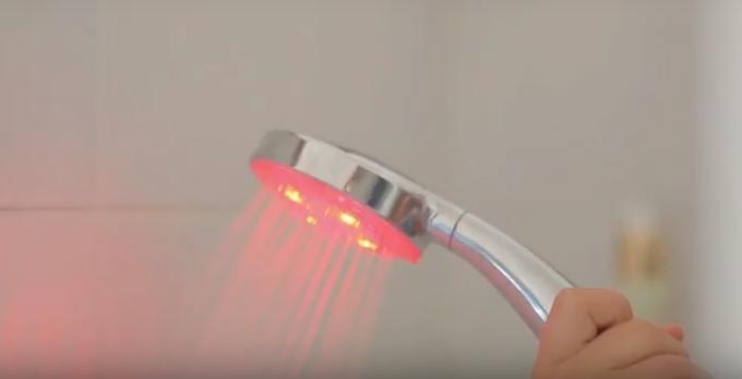 Con la doccia intelligente risparmi l'acqua