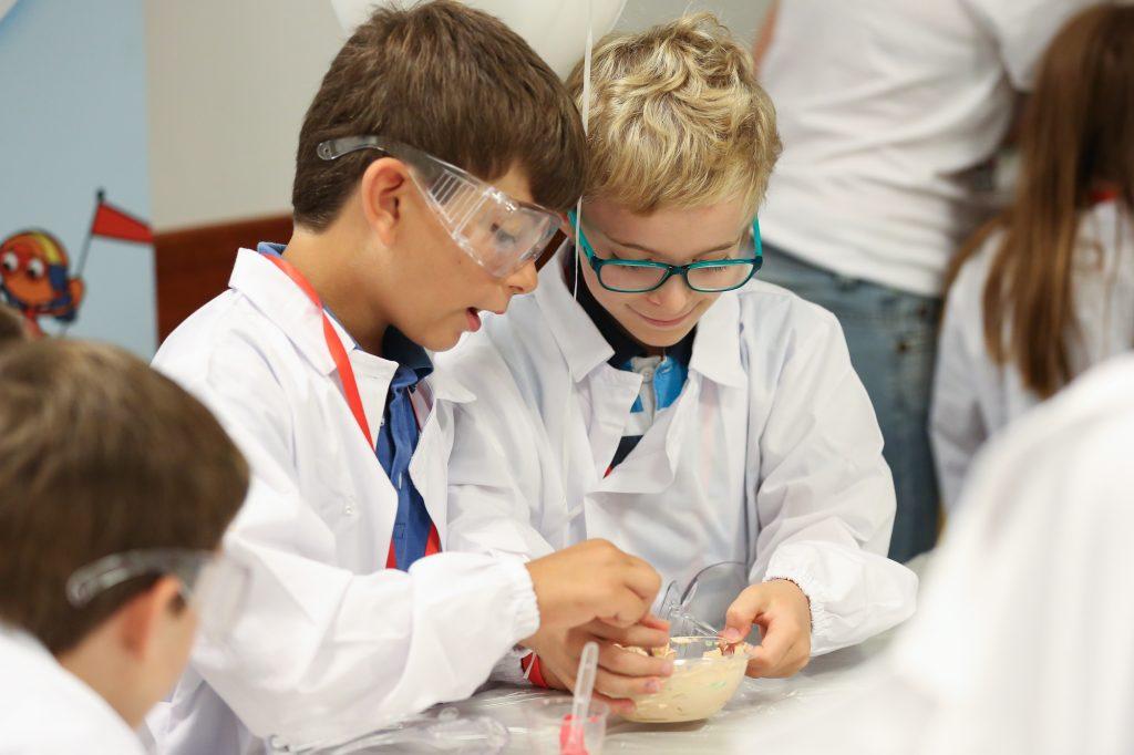Henkel Italia Ricercamondo Bambini Esperimenti Pelle Scienza Alta 1024x682