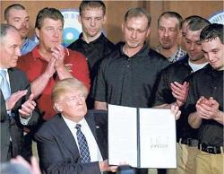 Donald Trump cancella le restrizioni alle emissioni di CO2