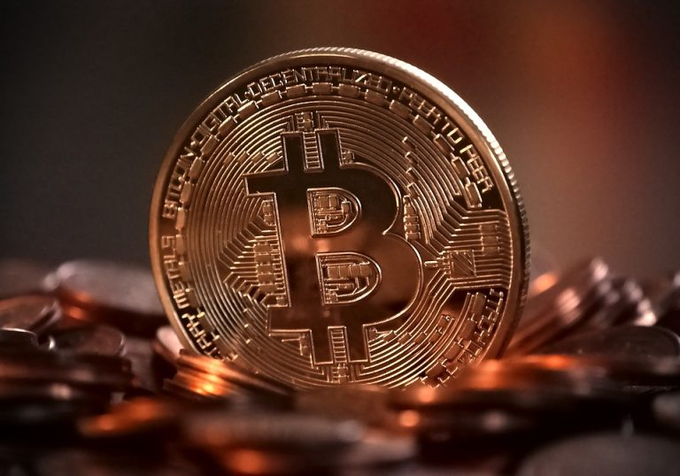 Record per i bitcoin: superati i 2.400 dollari