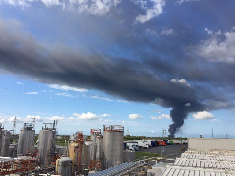 Incendio al sito di stoccaggio rifiuti EcoX di Pomezia