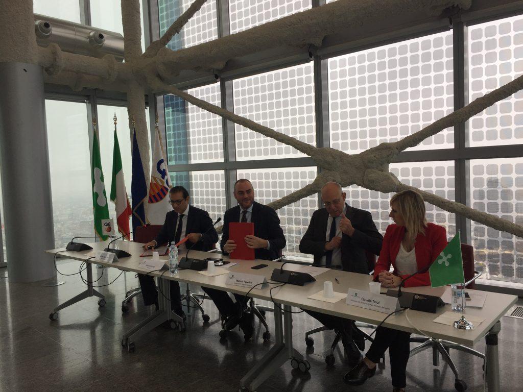 Firma Protocollo Regione Lombardia Q8 Per Sviluppo Reti Carburanti Ecocompatibili 1024x768