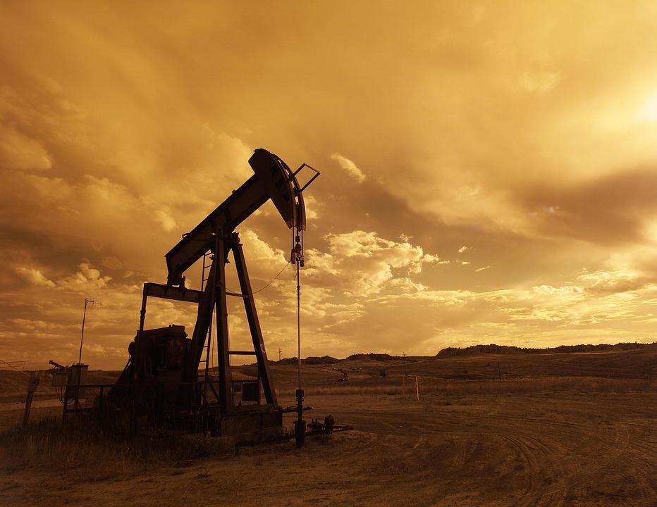 attività petrolio_pompa_tramonto
