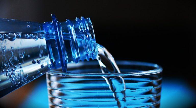 Raccolta bottiglie in pet di acqua minerale: Italia eccellenza in Europa, ma servono sistemi di recupero più efficienti