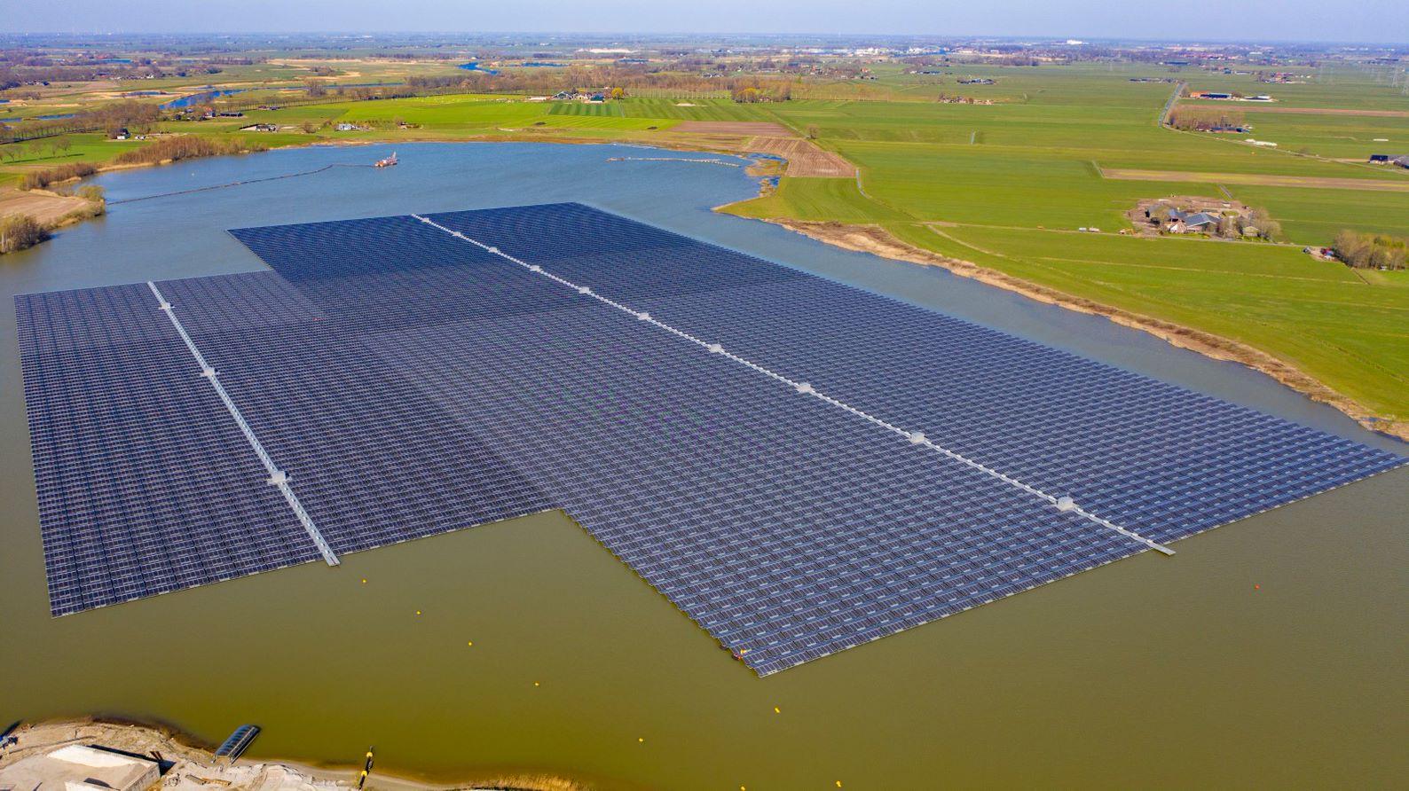 BayWa r.e._Bomhofsplas fotovoltaico flottante
